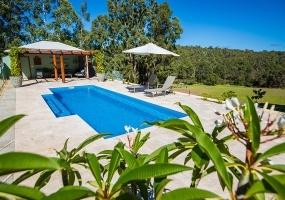 Amalfi Large Fibreglass Pool - 9m x 3.6m   Pool Colour : Horizon